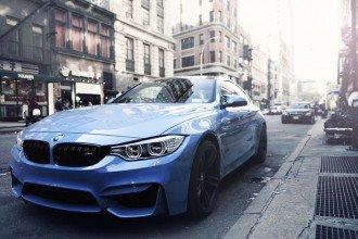 請問2016年出廠的BMW無貸款,可以借多少?公司急需資金,況且車商貸款要審核沒那麼快,你們是現場就放款嗎?假日有開嗎?