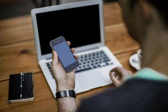 除了台中當鋪外,各大通訊行都爭先恐後地想收購iphone,是因為什麼原因讓各家店都想做iphone收購業務?iphone從3G時代就保持著一年推出一新機的制度,這樣不僅可以保有稀有性,也可以使價錢穩定,即使今年度iphone出了全新一帶的規格,前面的機型會持續在官網或實體店面進行販售,這樣就不會讓消費者在市場中有「舊機」的心理感受
