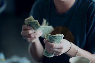 急需當日借錢的時候,我們通常會希望可以找到快速借錢方法、當日放款,但是銀行貸款需要一段評估時間,無法及時應對突發情況的發生,這個時候到當舖典當汽機車、黃金、鑽石、名錶,可以即時當日放款,及時周轉、利息低,台中當舖最推薦東興當舖。