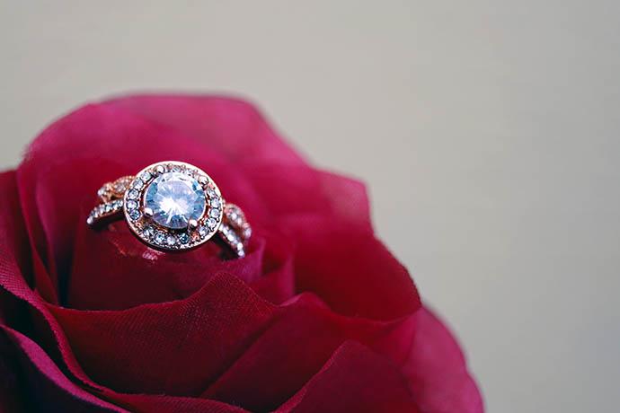 gia鑽戒賣有錢嗎?家人生病急尋台中收購鑽石當鋪