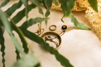 黃金不僅代表著貴氣的象徵,同時也是永恆的代表。自古以來,金飾在重要場合中也能派上用場,舉凡結婚、小孩滿月等等。現今的社會中,今生金飾就是一個著名的金飾品牌,今生金飾結婚套組也能夠在金飾買賣店家看見。當用不到的金飾抑或是面臨資金周轉時,今生金飾買賣就成了大家的好選擇。以下就讓東興台中當舖戴你了解金飾買賣相關事宜以及一則…